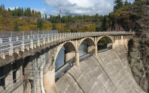 A dam over the Pit River in northern California