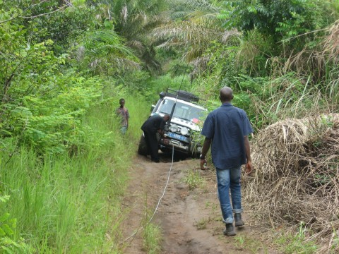 Field work for the seismic hazard assessment in Guinea.